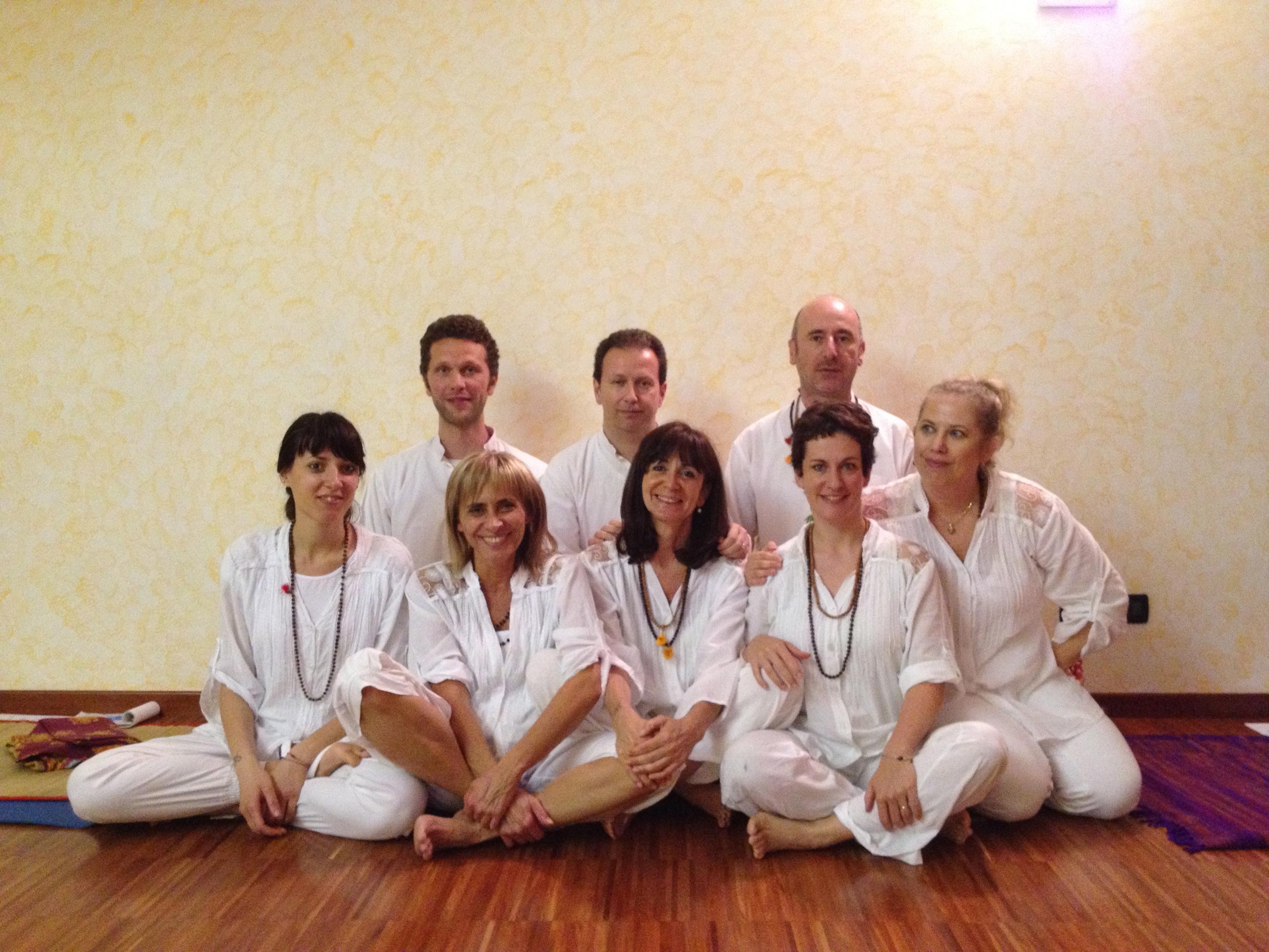Lezioni di yoga integrale con insegnanti diversi per sperimentare e